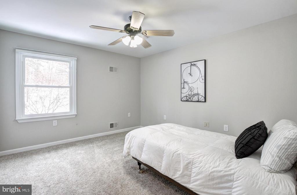 Bedroom - 7305 BEECHWOOD DR, SPRINGFIELD
