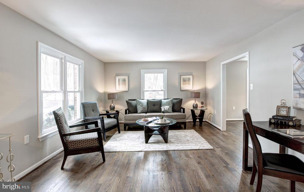 Living Room - 7305 BEECHWOOD DR, SPRINGFIELD