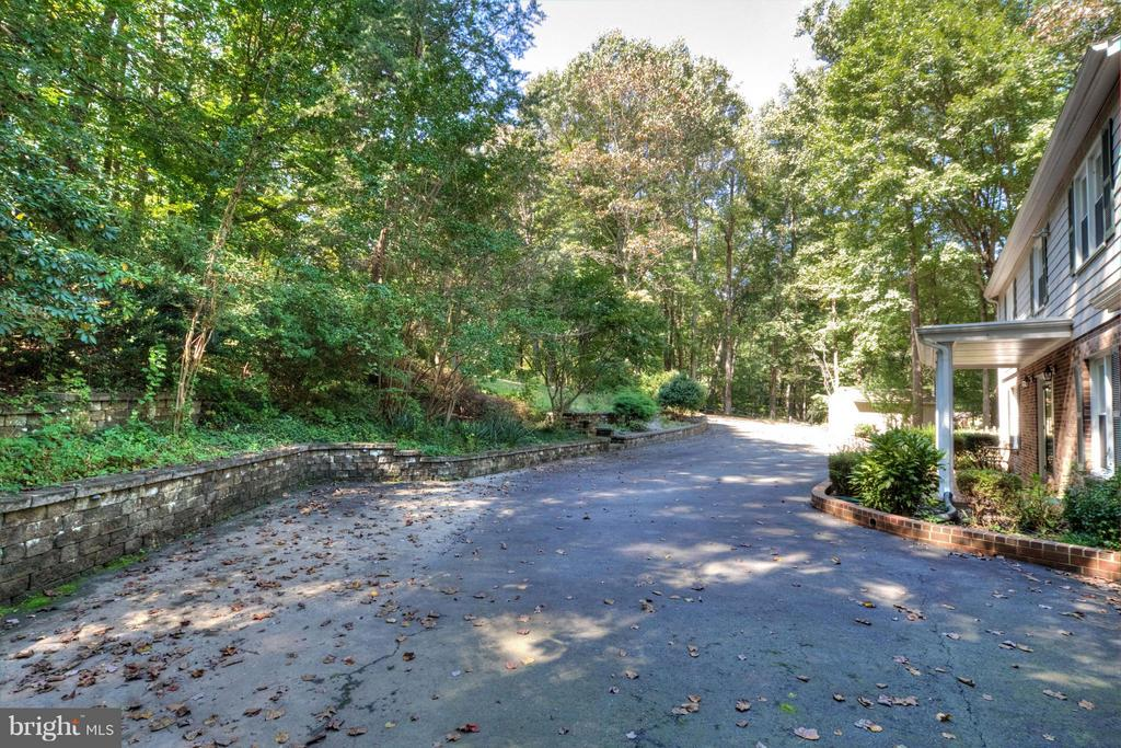 Front Drive - 7305 BEECHWOOD DR, SPRINGFIELD