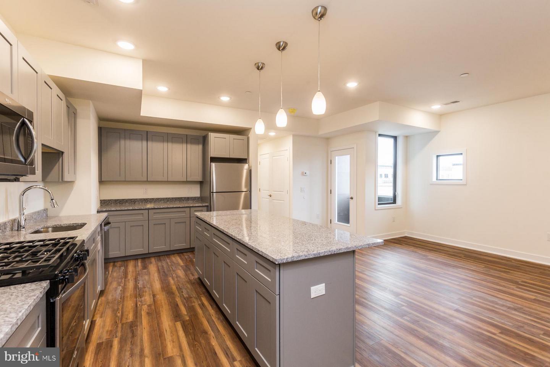 Частный односемейный дом для того Аренда на 2411-19 KENSINGTON AVE #405 Philadelphia, Пенсильвания 19125 Соединенные Штаты