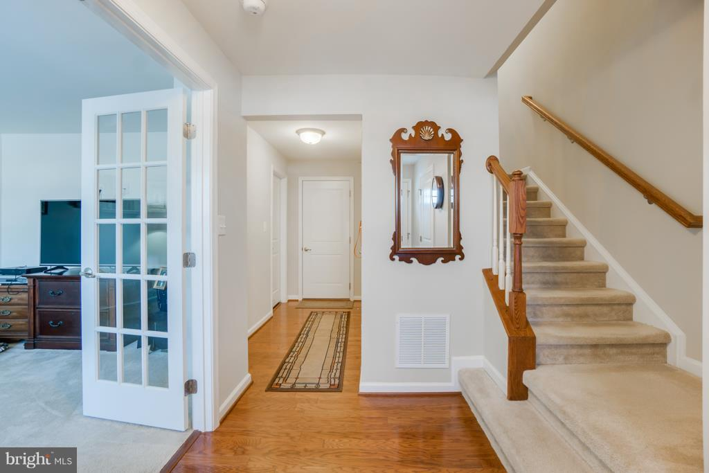 Hardwood Foyer - 117 SWEETGUM CT, STAFFORD