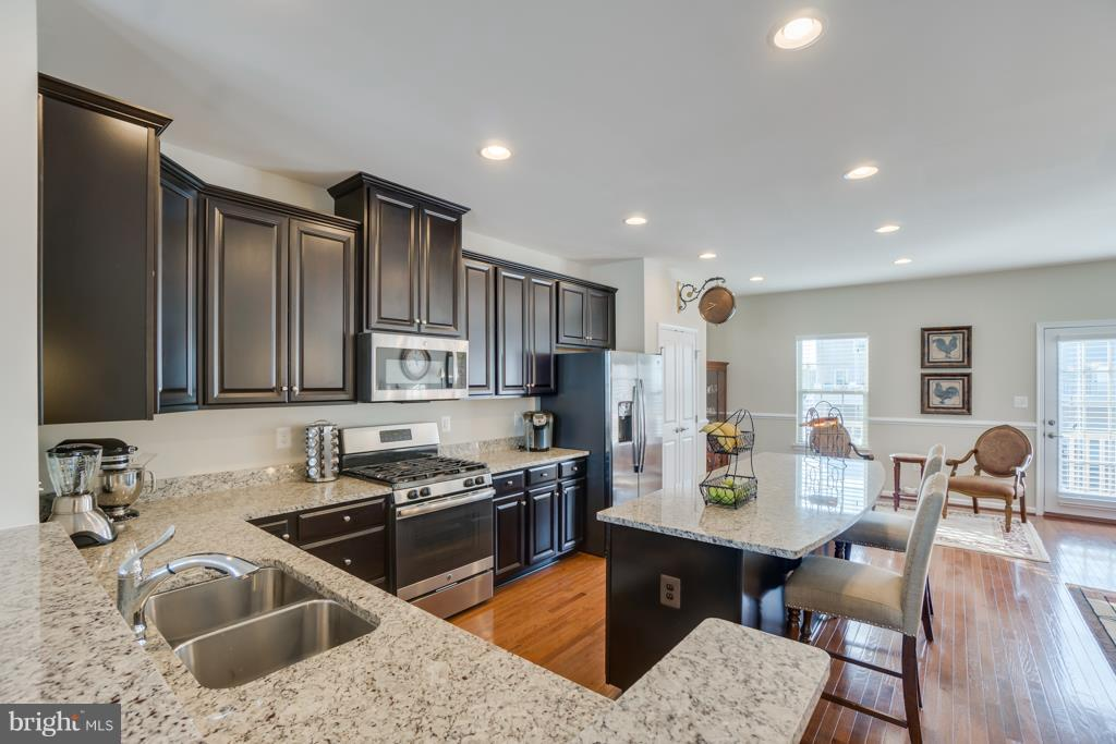 Ample Counterspace - 117 SWEETGUM CT, STAFFORD