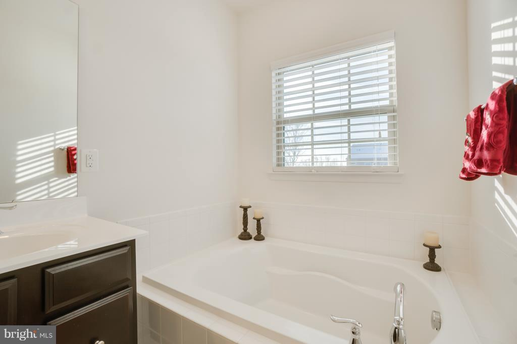 Window over Master Bathroom - 117 SWEETGUM CT, STAFFORD