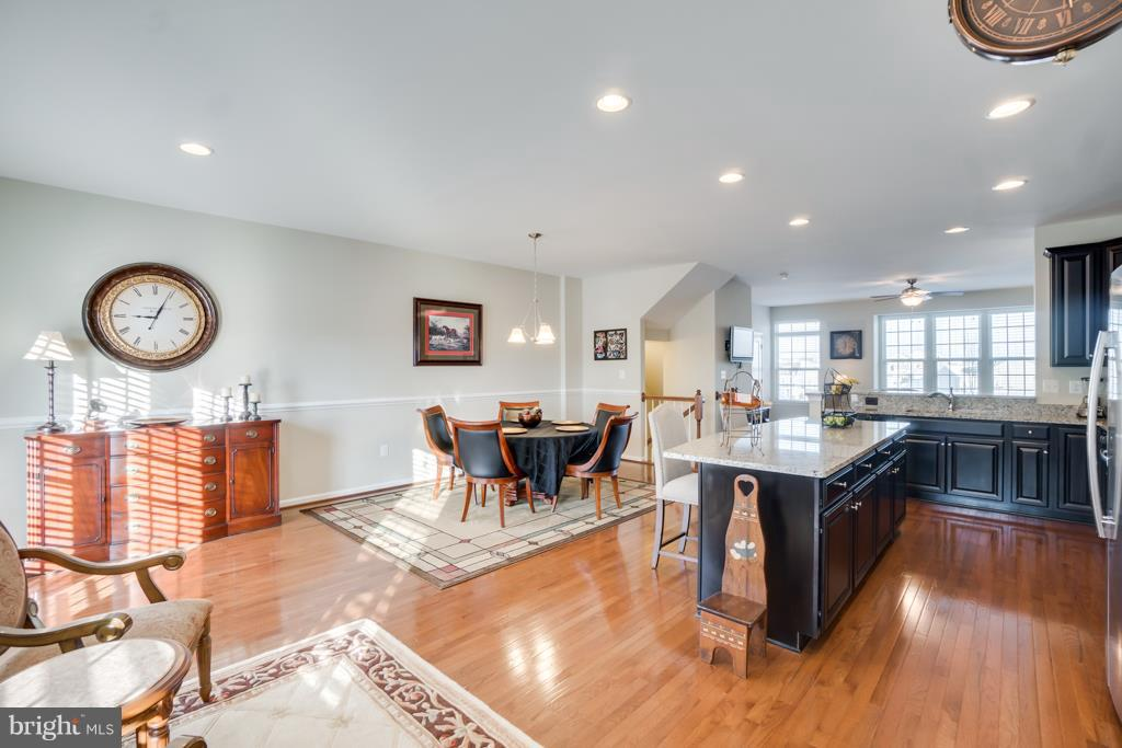 Centralized Kitchen for Maximum Convenience - 117 SWEETGUM CT, STAFFORD