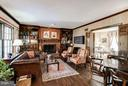 Family Room with fireplace and custom built-ins - 4148 ROUND HILL RD, ARLINGTON