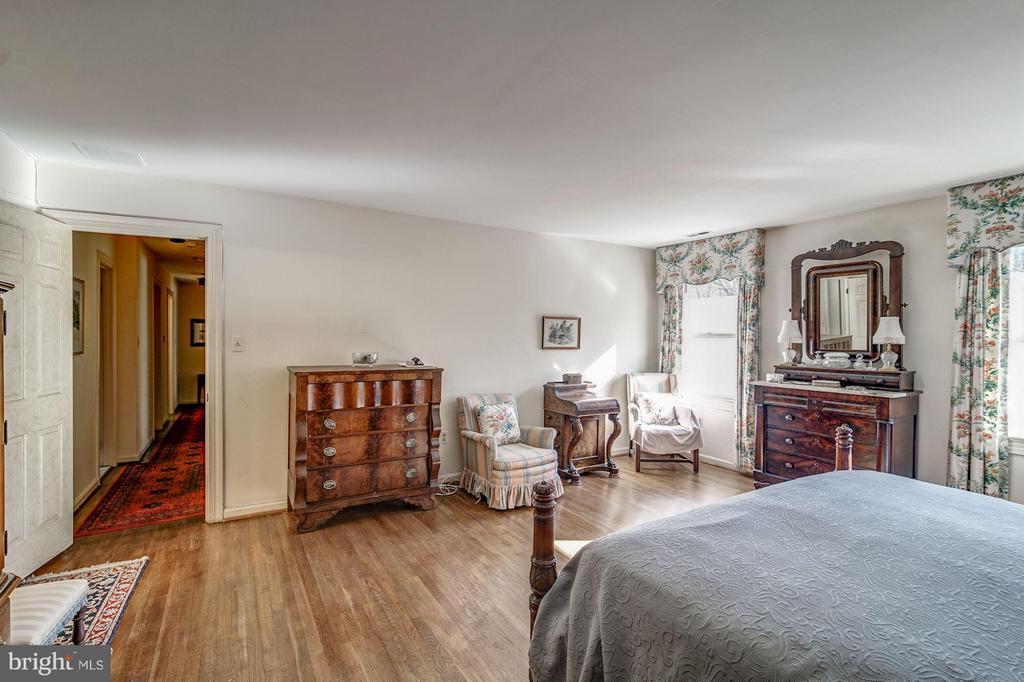 Master Bedroom - 4148 ROUND HILL RD, ARLINGTON
