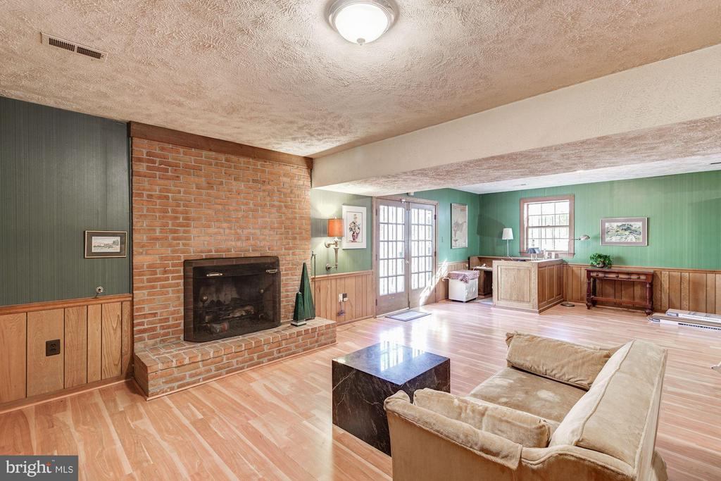 Leisure Room with French doors to Patio - 4148 ROUND HILL RD, ARLINGTON