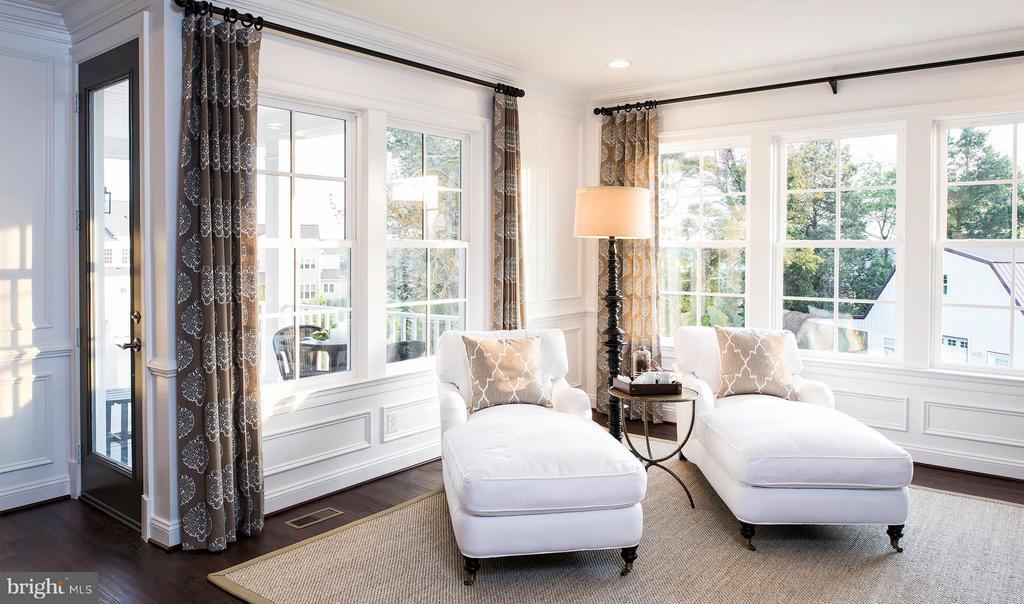 ~Owner's Sitting Room showing door to upper porch - 40999 SPANGLEGRASS CT, ALDIE