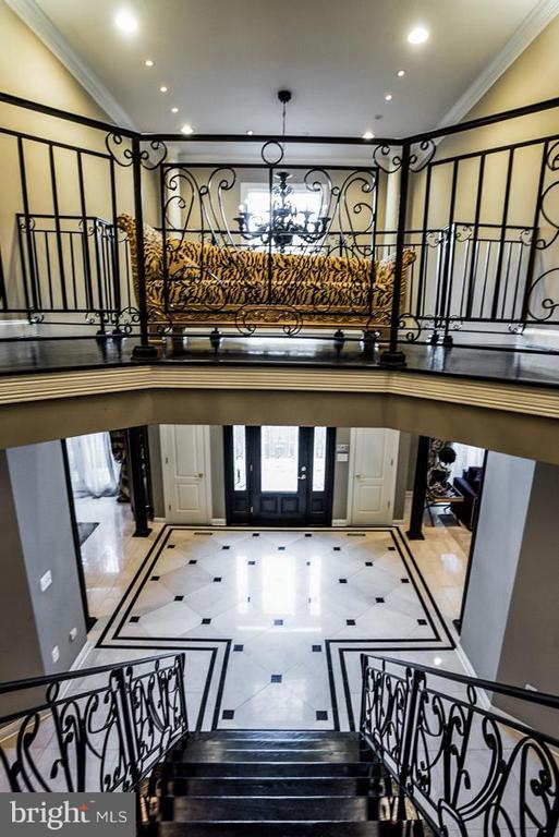 More foyer - 534 UTTERBACK STORE RD, GREAT FALLS