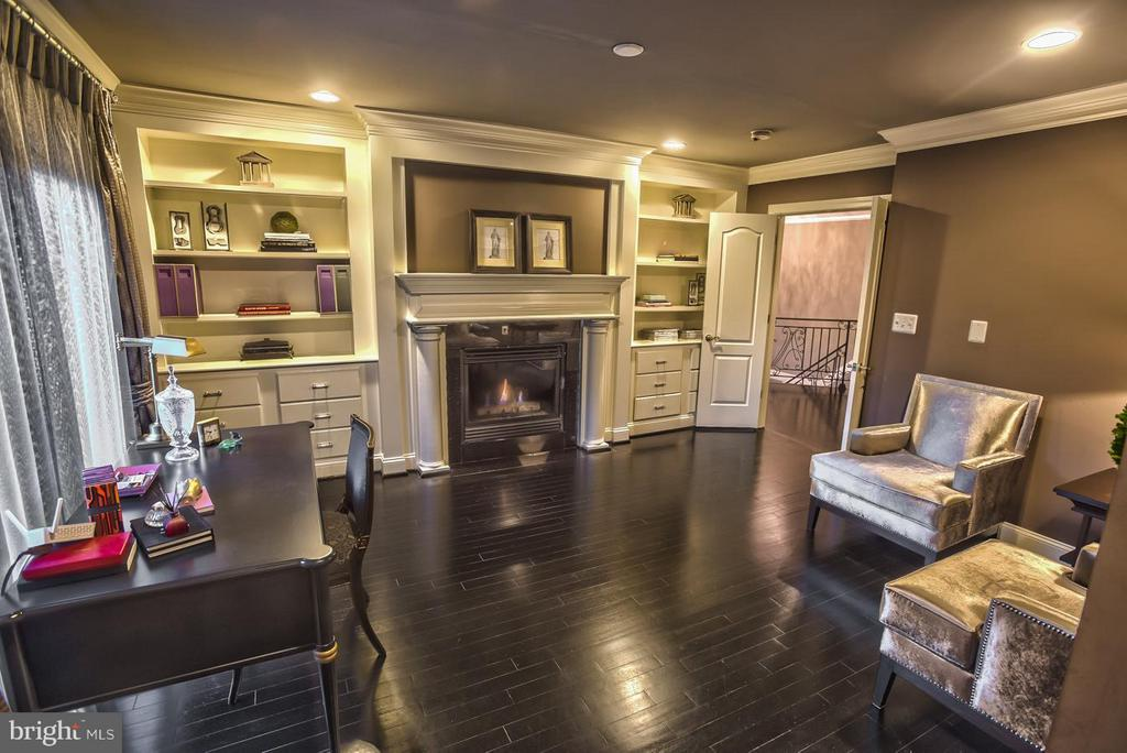 Upper level sitting room to Master - 534 UTTERBACK STORE RD, GREAT FALLS