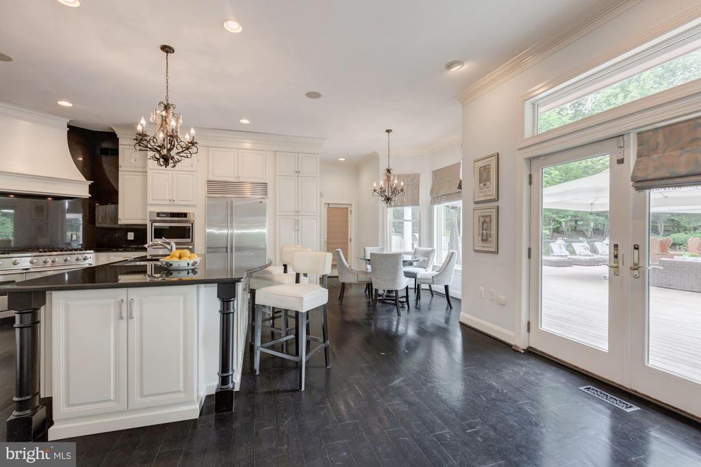 Kitchen with breakfast room - 534 UTTERBACK STORE RD, GREAT FALLS
