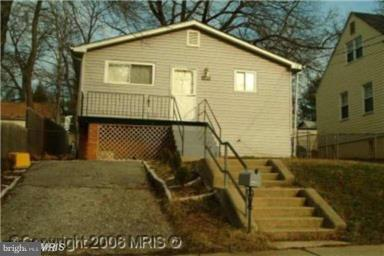 Photo of home for sale at 609 Fernleaf Avenue, Capitol Heights MD