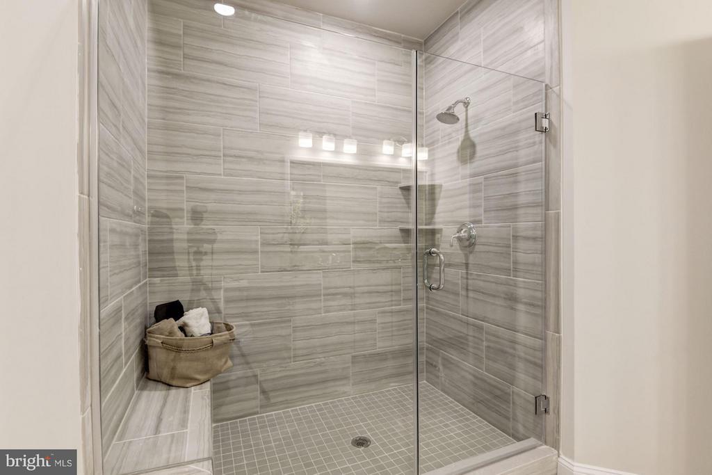 Faircourt  Master Bathroom  Shower - 21007 ROCKY KNOLL SQ #105, ASHBURN