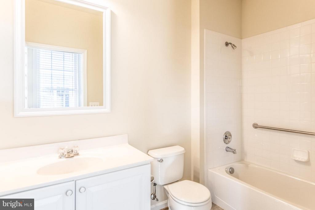 Main Level Full Bathroom #2/3 - 13044 TRIPLE CROWN LOOP, GAINESVILLE