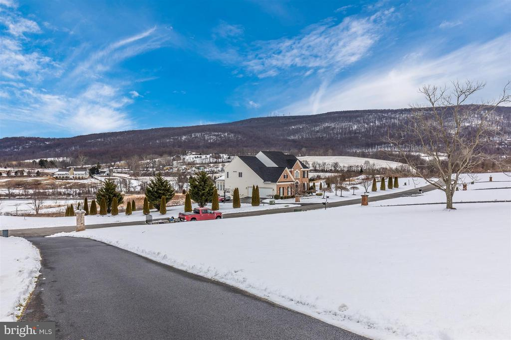 Gorgeous mountain & golf course view from front - 4207 MARYLAND CT, MIDDLETOWN