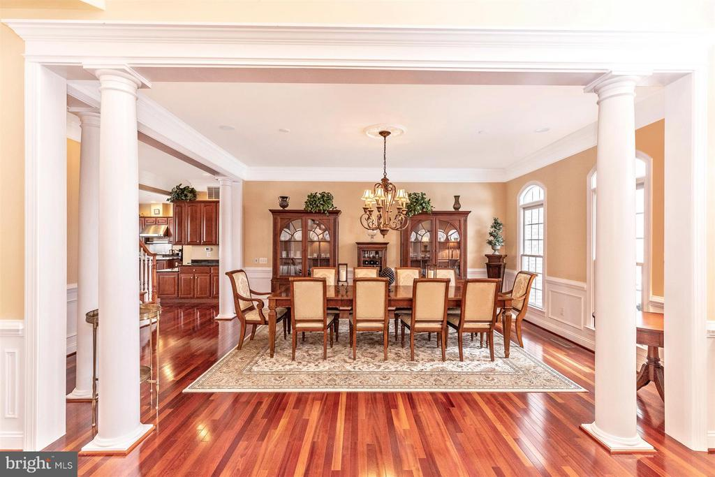 View from foyer into dining room - 4207 MARYLAND CT, MIDDLETOWN