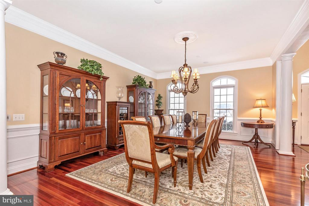 Decorative wains coating in formal Dining Room - 4207 MARYLAND CT, MIDDLETOWN