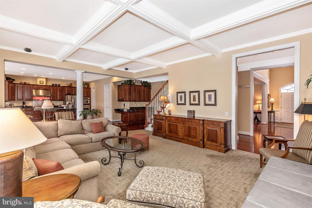 Beautiful coffered ceiling in family room - 4207 MARYLAND CT, MIDDLETOWN