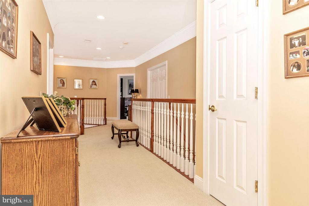 Long & wide hallway on 2nd level - 4207 MARYLAND CT, MIDDLETOWN