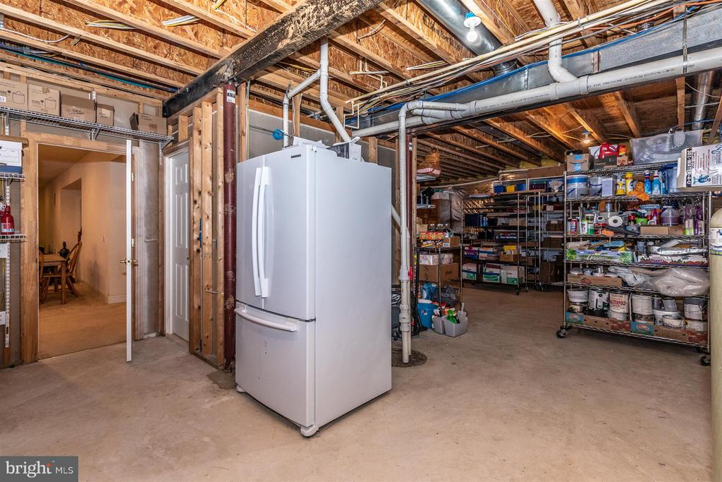 Huge L-shaped storage area - 4207 MARYLAND CT, MIDDLETOWN