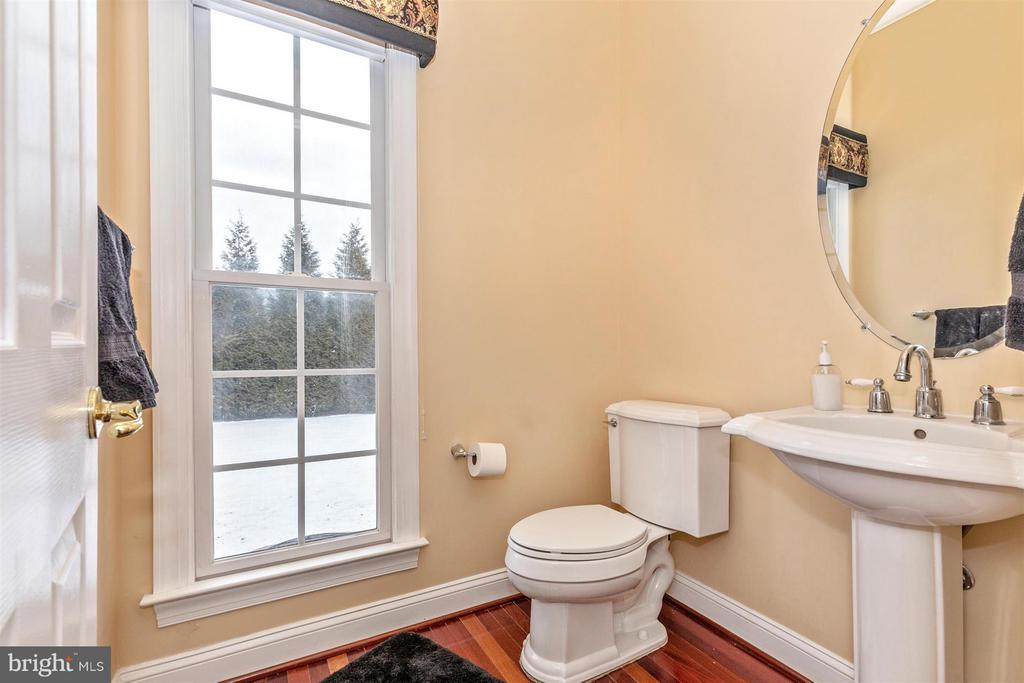 Main level powder room - 4207 MARYLAND CT, MIDDLETOWN