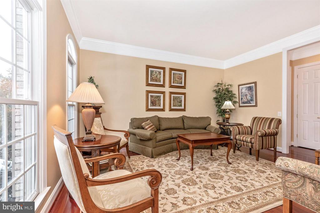 Formal living room from foyer view - 4207 MARYLAND CT, MIDDLETOWN