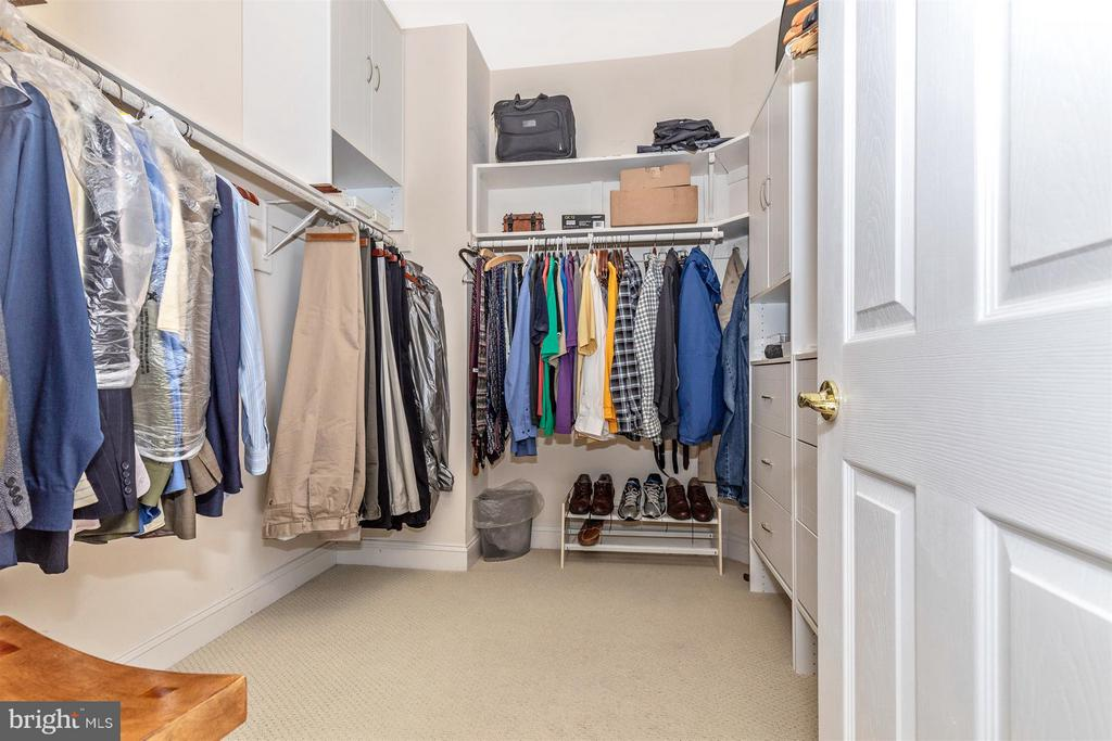 2nd walk-in closet in master suite w/built-ins - 4207 MARYLAND CT, MIDDLETOWN