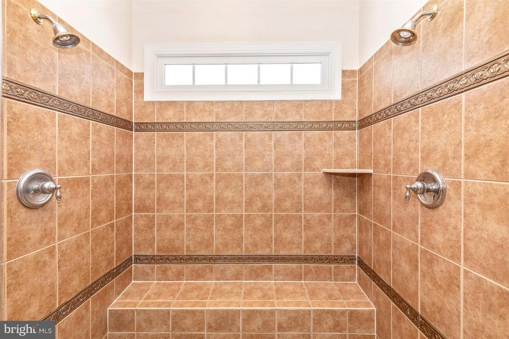 Beautiful tile, seat, window, & dual shower heads - 4207 MARYLAND CT, MIDDLETOWN