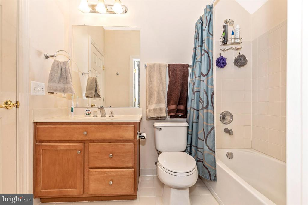 Bathroom #3 shared by BR #4 and BR #5 - 4207 MARYLAND CT, MIDDLETOWN