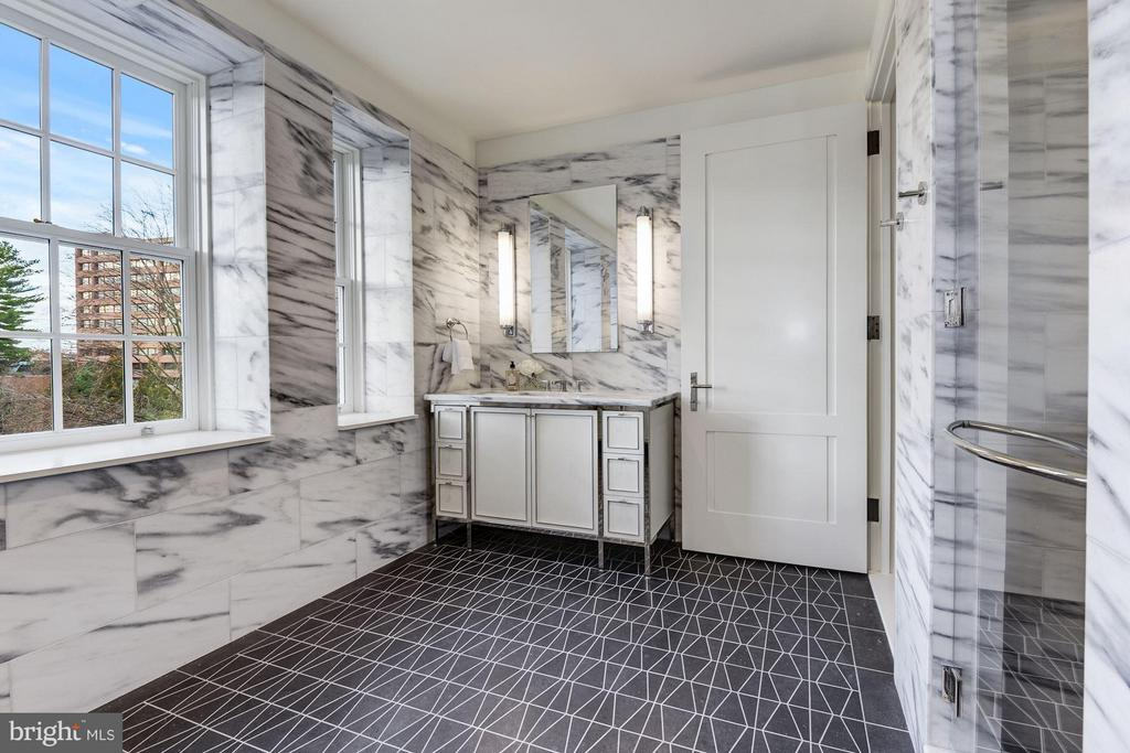 Master Bedroom with Radiant Heated Floors - 2660 CONNECTICUT AVE NW #3C, WASHINGTON