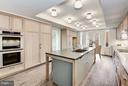 Gourmet Kitchen with Expansive Breakfast Bar - 2660 CONNECTICUT AVE NW #3C, WASHINGTON