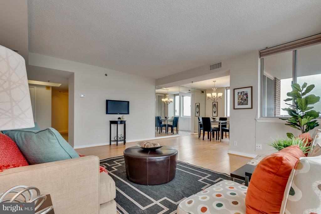 Living Room - 5809 NICHOLSON LN #1011, NORTH BETHESDA