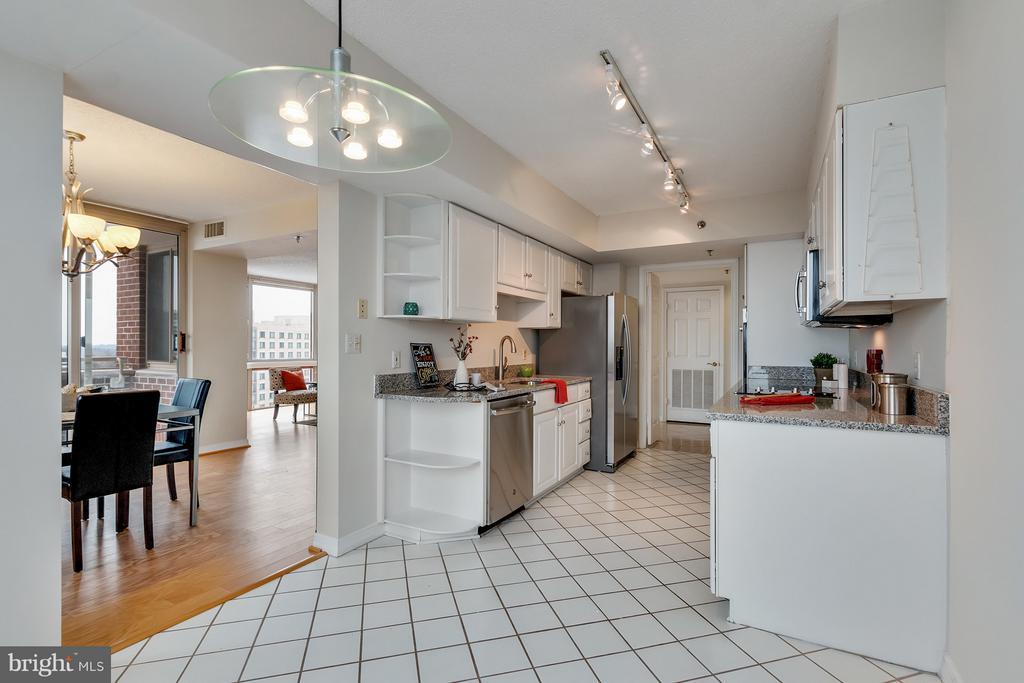 Kitchen - 5809 NICHOLSON LN #1011, NORTH BETHESDA