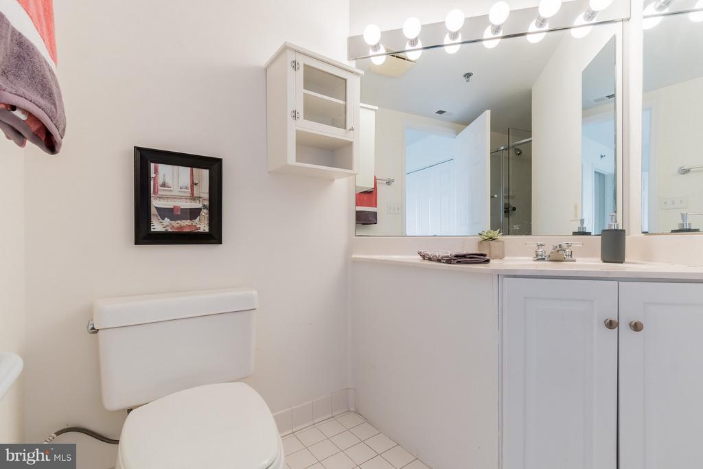 Second Bedroom Full Bath - 5809 NICHOLSON LN #1011, NORTH BETHESDA