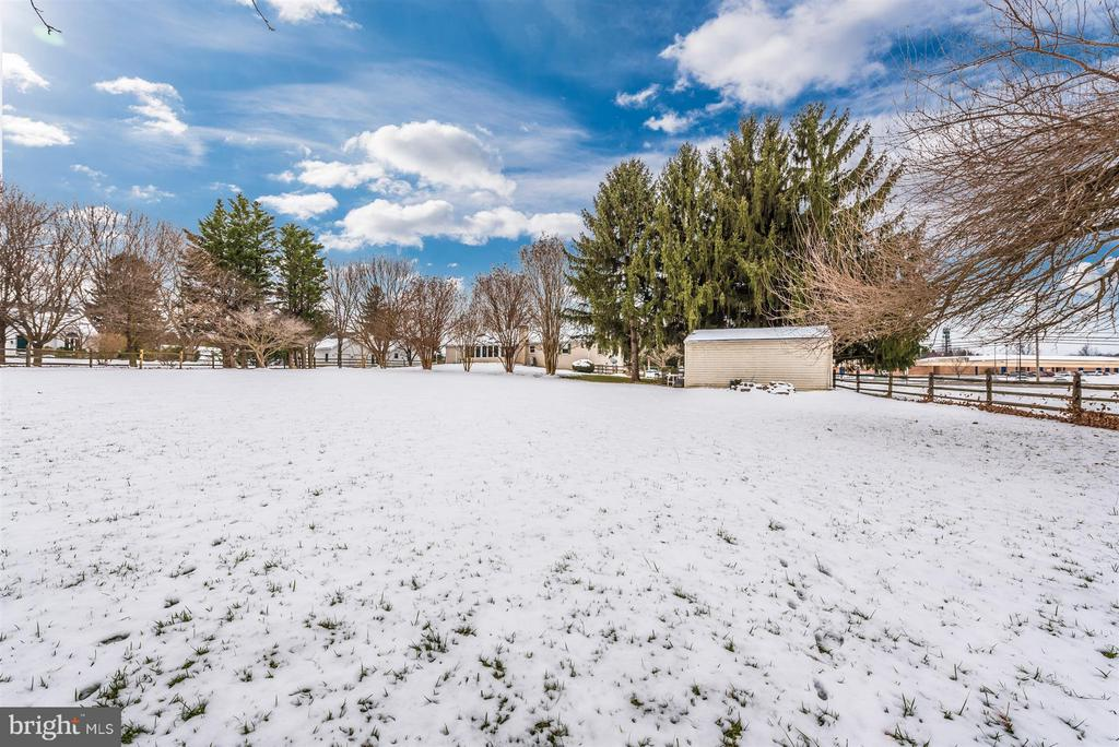 Nice size shed - 7911 OPOSSUMTOWN PIKE, FREDERICK