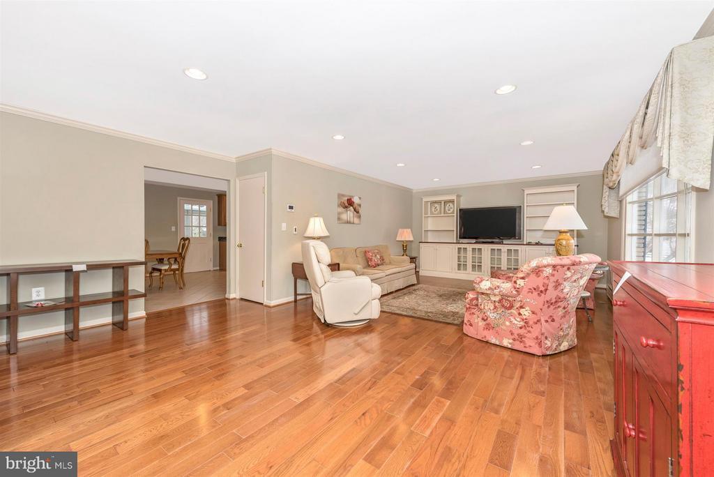 New gleaming hardwood floors - 7911 OPOSSUMTOWN PIKE, FREDERICK