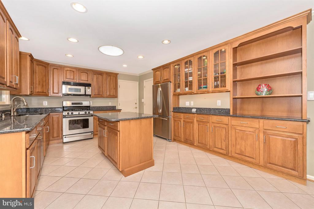 Beautiful updated Kitchen - 7911 OPOSSUMTOWN PIKE, FREDERICK
