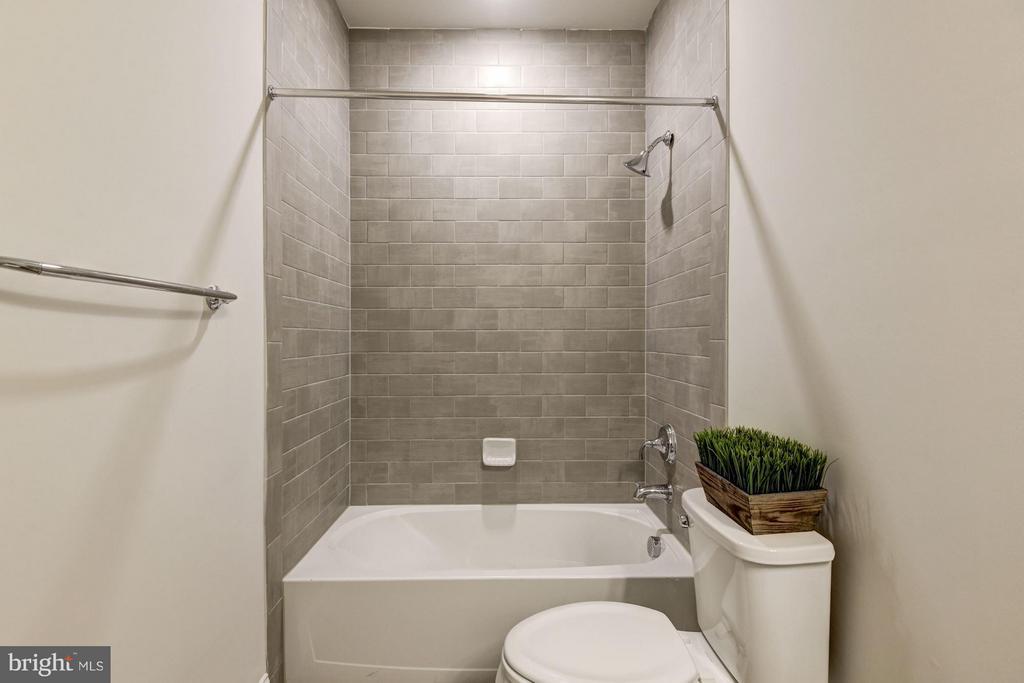Secondary Bathroom - 21007 ROCKY KNOLL SQ #103, ASHBURN