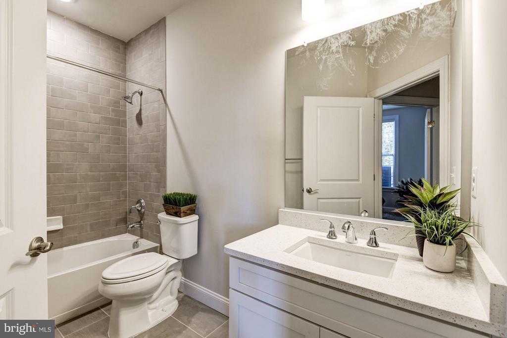 FaircourtSecondary Bathroom - 21007 ROCKY KNOLL SQ #103, ASHBURN