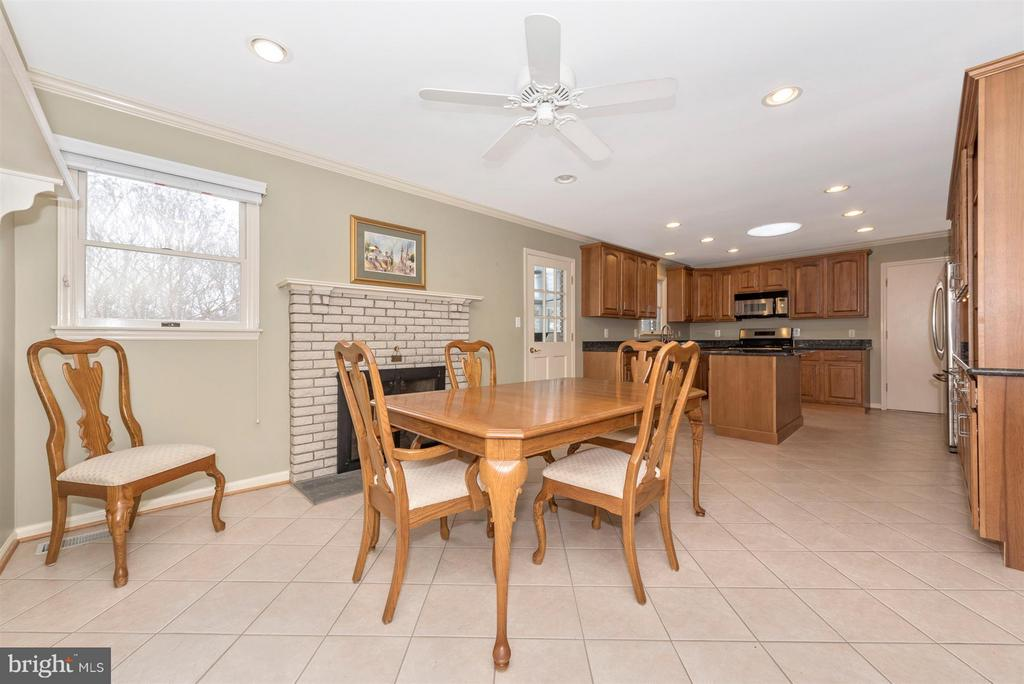 Great Entertaining space - 7911 OPOSSUMTOWN PIKE, FREDERICK