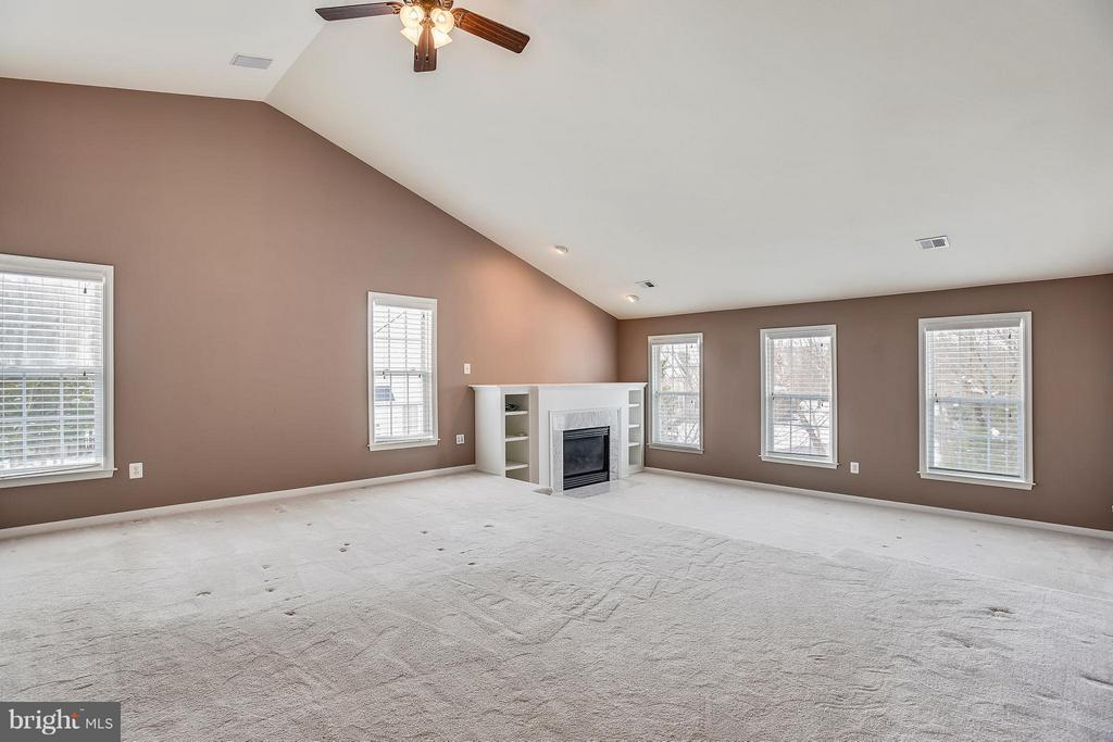 The large master bedroom has a walk-in closet - 21409 STURMAN PL, BROADLANDS