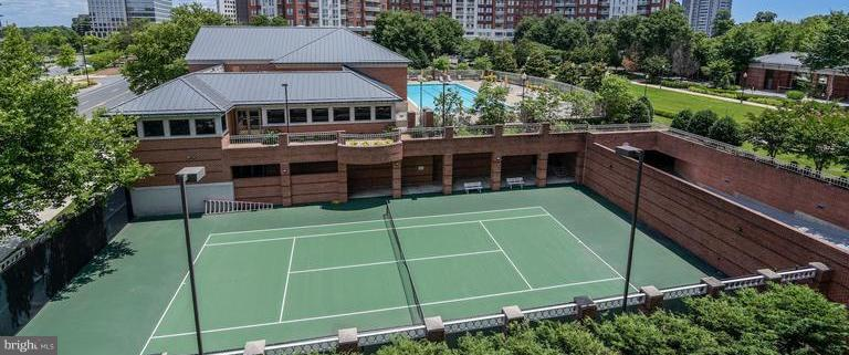 There are 2 outdoor tennis courts - 5809 NICHOLSON LN #1011, NORTH BETHESDA