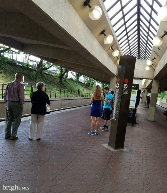 One block to the White Flint Metro - 5809 NICHOLSON LN #1011, NORTH BETHESDA