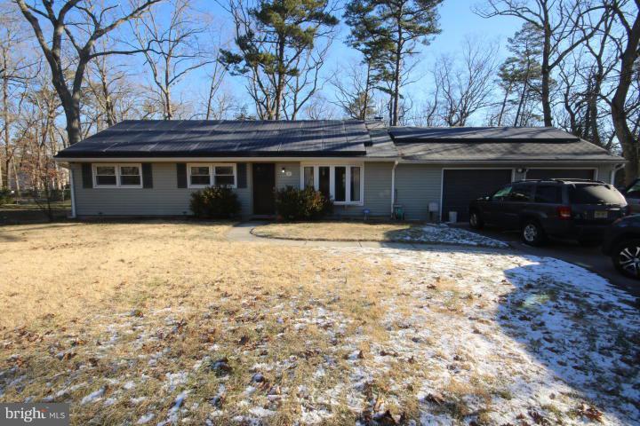 Maison unifamiliale pour l Vente à 14 CHESTNUT Avenue Browns Mills, New Jersey 08015 États-UnisDans/Autour: Pemberton Township