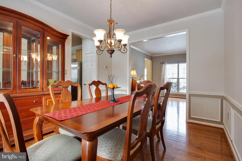 Beautiful Wainscot - 109 LAKE VIEW WAY NW, LEESBURG