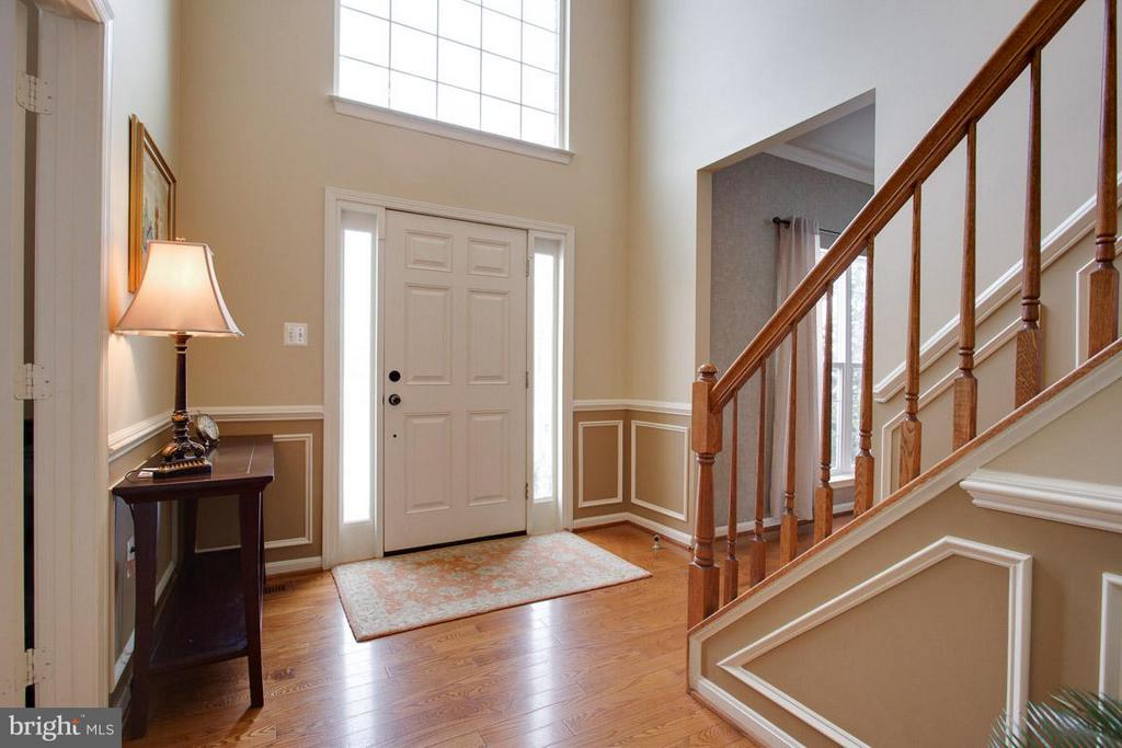 Light and Bright Entry - 109 LAKE VIEW WAY NW, LEESBURG