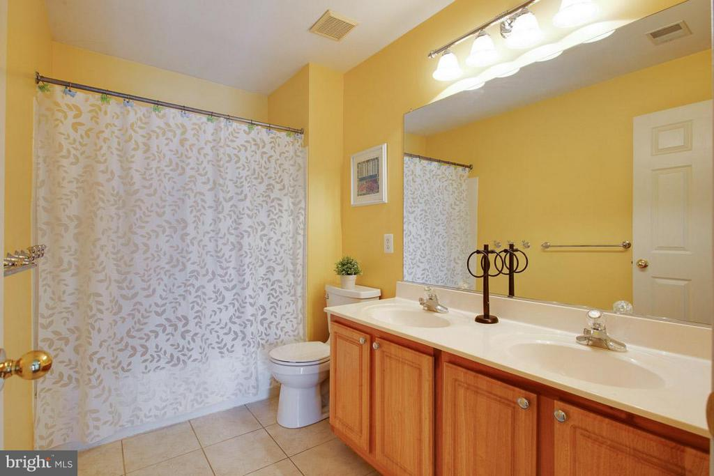 Hall Bath - 109 LAKE VIEW WAY NW, LEESBURG