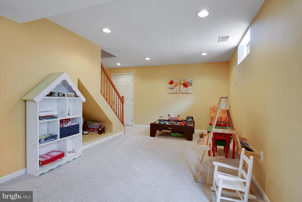 Room to Play - 109 LAKE VIEW WAY NW, LEESBURG