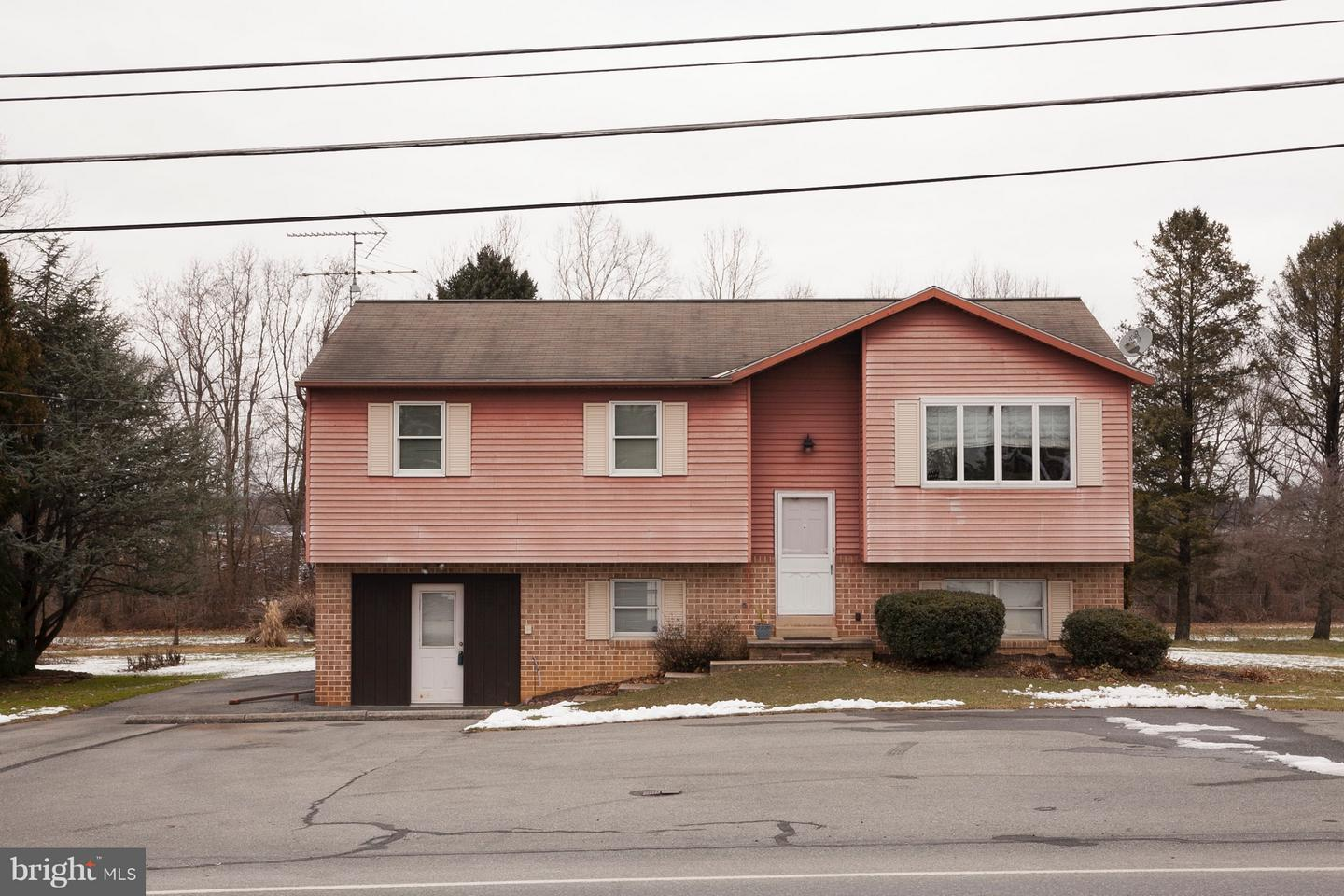 Photo of home for sale at 1623 Graystone Road, Manheim PA