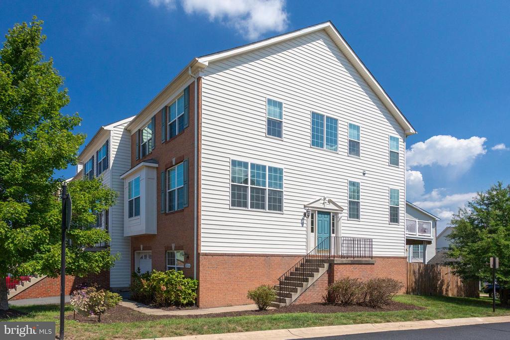 Spacious END UNIT with FAB natural light - 20144 PRAIRIE DUNES TER, ASHBURN